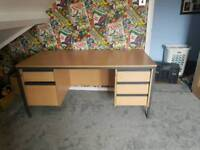 Free Large office desk with Drawers