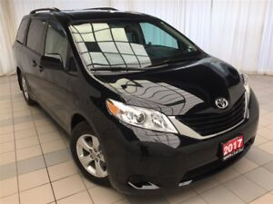 2017 Toyota Sienna LE * JUST 23,697 KM!*