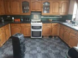 Stunning Howdens kitchen all wall and floor units quick sale £450