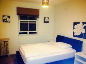 Very spacious double room in central London