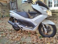Honda PCX 125 for spares and repairs. Damage of front brake risk and panel. Engine good. New tires.