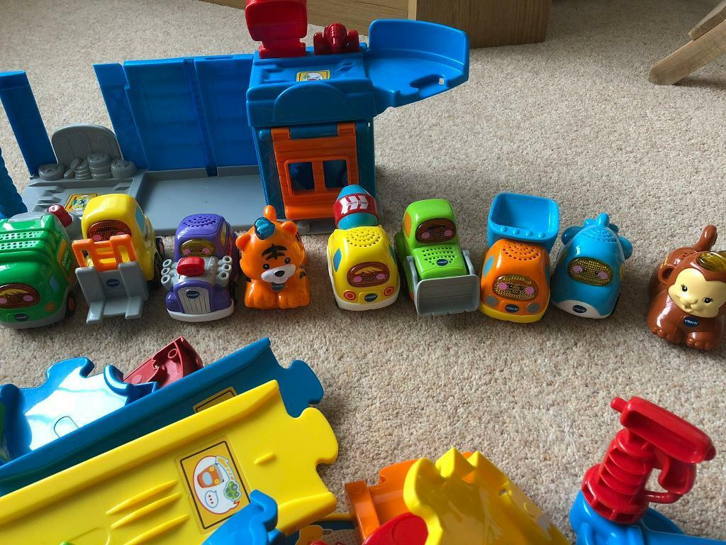 V Tech Garage : V tech garage with track and nine toot toot cars animals in