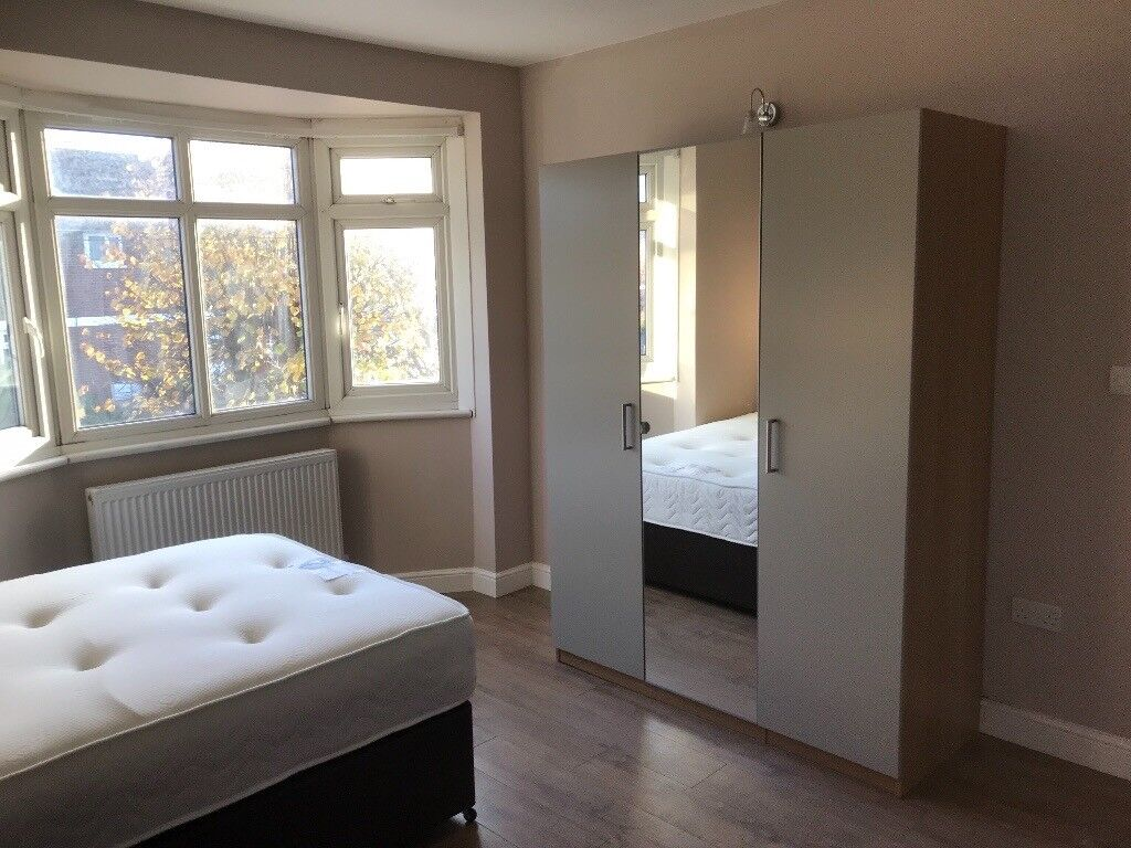 Large Double room to Let close to Collierswood