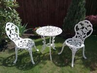 White cast iron Garden table & chairs set. Good condition