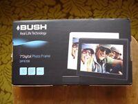 "BUSH 7"" Real Life Technology Digital Photo Frame DPF870B"