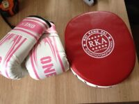 GIRLS BOXING GLOVES AGE6-12 AND PUNCH PAD PINK WHITE RED USED ONCE PICK UP FROM WYMONDHAM £4 THE LOT