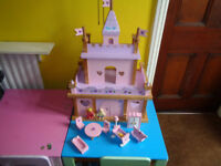 GIRLS ALL WOODEN CHUNKY CASTLE PLUS ACCESSORIES