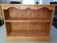 Bookcase in Pine