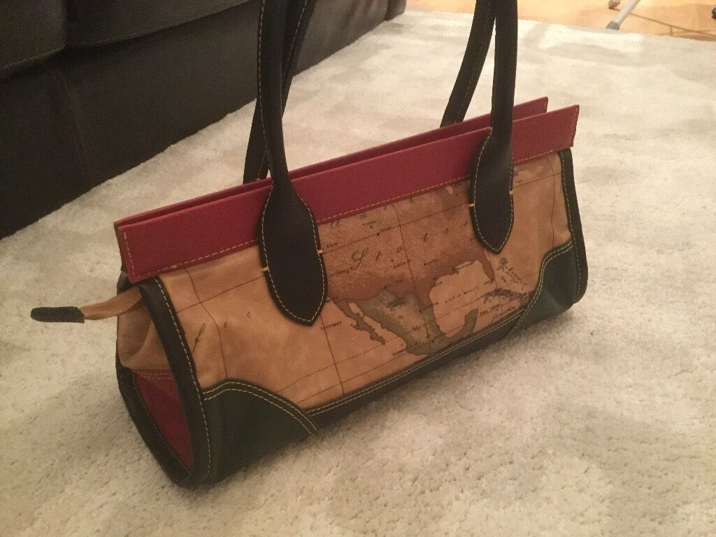 Alviero martini bag.used.excellent condition