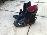 O, Neal surf boots