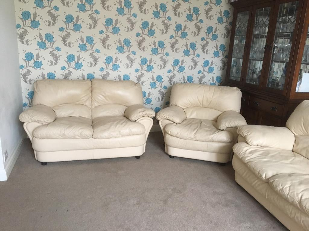 Three piece leather cream suite Excellent Condition