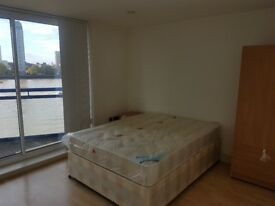 DOUBLE ROOM WITH PRIVATE BALCONY IN CANARY WHARF