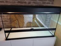 EXO TERRA VIV 90 X 45 X 45 WITH LIGHT CANOPY IDEAL FOR SNAKES , LIZARDS OR EVEN TOITOISE