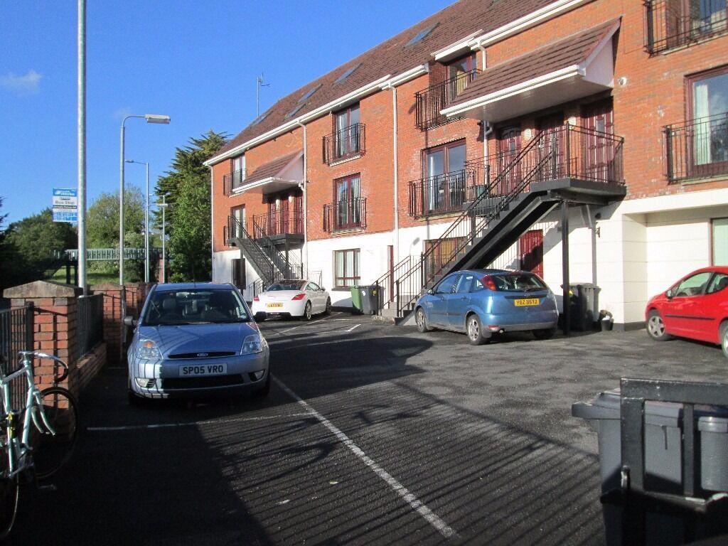 TO LET - EXCELLENT MODERN 2 BED FIRST FLOOR APARTMENT - 6 Sandymount Mews, Belfast
