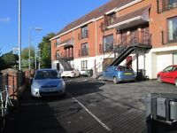 TO LET - EXCELLENT MODERN 2 BED FIRST FLOOR APARTMENT - 6 Sandymount Mews, Belfast