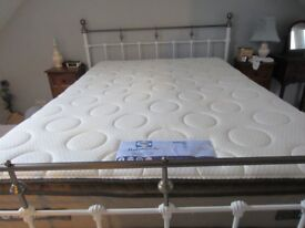 Luxury Sealy Posturepedic Double Mattress,with fixed latex topper mattress only 9 month use