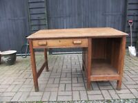 VINTAGE OAK DESK MADE OF SOLID OAK CIRCA 1930'S IN EXCELLENT CONDITION A FANTASTIC PIECE £150