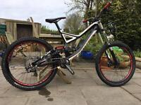 Specialized demo 8 2013 *fresh TF tuned shox*