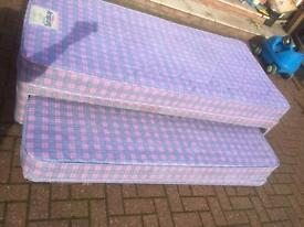 Top quality single divan bed with pull out bed and mattresses in good condition