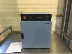 Four d'hybridation Scigene Microarray model 700 - Scigene Microarray model 700 Hybridization Oven