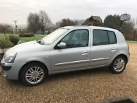 Renault Clio silver hatchback in great condition