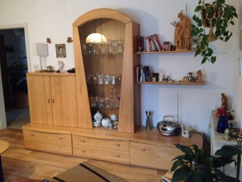 sch ner heller wohnzimmerschrank in top zustand in bayern huglfing wohnwand gebraucht. Black Bedroom Furniture Sets. Home Design Ideas