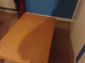 must go today pine coffie table good condition in excellent condition