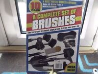 Set of cleaning brushes