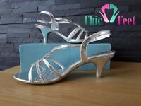 New chic feet shoes size 5 ( brand new never worn still in box )
