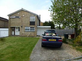 RB ESTATES are pleased to offer this spacious 3 bed detached house in Caversham Park