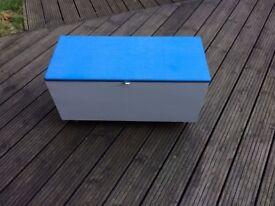 VINTAGE BLUE/GREY/PINE BLANKET/TOY BOX