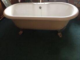 Acrylic rolled top bath