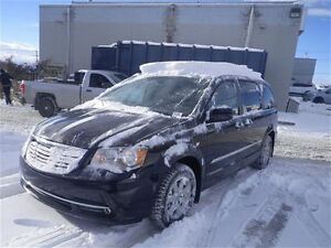 2011 Chrysler Town & Country Touring | Sunroof | DVD
