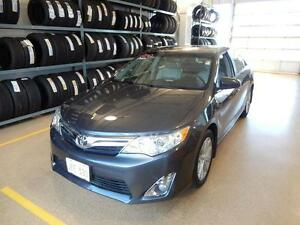 2012 Toyota Camry XLE Rare V6 power!! Leather, Navigation, loade