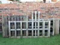 Pallets / trellis free in Fratton