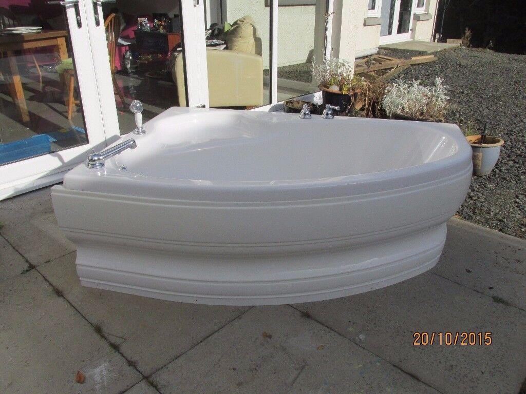 Lovely corner bath