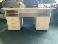 COMPUTER DESK WITH DRAWERS IN EXCELLENT CONDITION