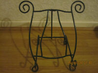 Vintage music stand , solid structure, in very good condition, green colour �5