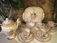 RARE VINTAGE CROWN ROYAL ENGLAND'S BOUQUET' PORCELAIN /CHINA TEA SET