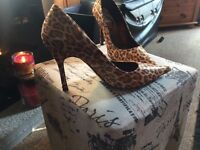 Lush ladies shoes size 6 ( never been worn)