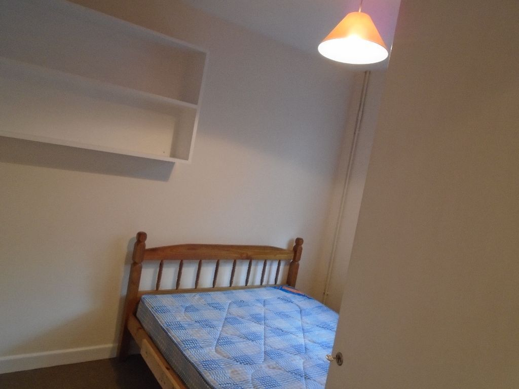 Beautiful double room in 3 bed rooms share property, West Acton!!!!!!