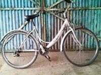 Ladies Sprint hybrid town bike lightweight