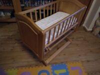 Mothercare Deluxe Gliding Crib very good condition