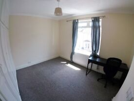 Double room in terraced house (Bedminster)