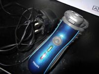 Shaver PHILIPS HQ7120 blue black stripe tactile grip sides in a very good condition , fully working