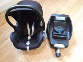 CLEARANCE - Maxi-Cosi Carseat and Isofix base