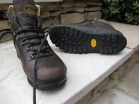 Mens Meindl Walking Boots Size 10 Brown Leather Memory foam system gortex lining. Nearly new.