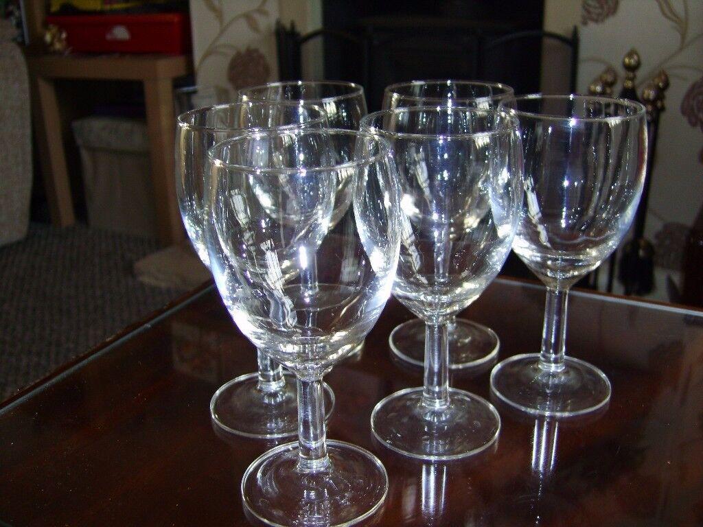 6 Wine glasses - Bargain £2