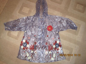 BEAUTIFUL LIGHT WEIGHT MOTHERCARE RAINCOAT age3-4 IMMACULATE CONDITION Ideal when the weather breaks