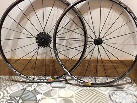 Mavic Aksium wheel set